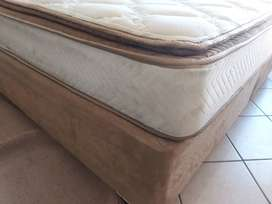 King Size bed with headboard + mattrass