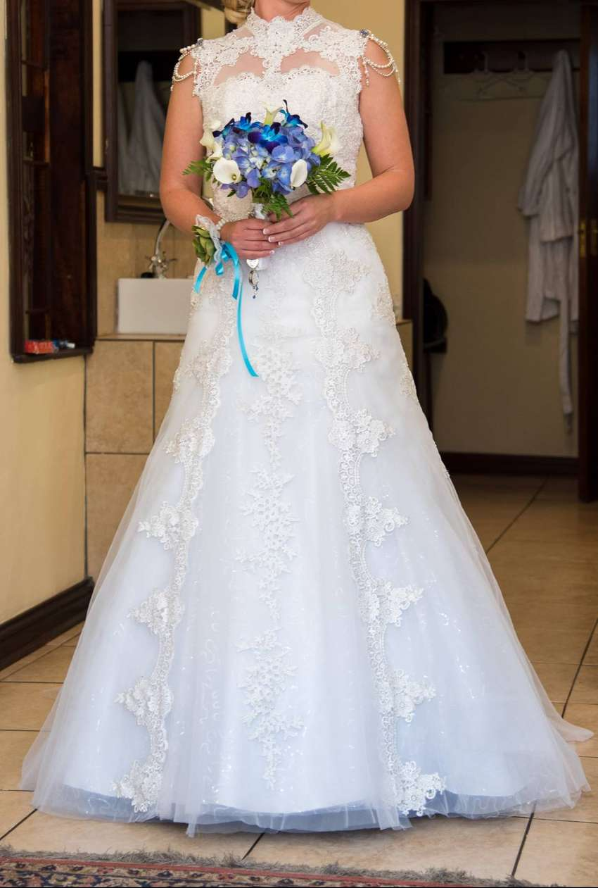 Beautiful (and unique) wedding dress for sale 0