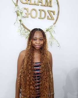hairstylist for straight up and braids