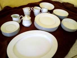 Silver lace dinner service