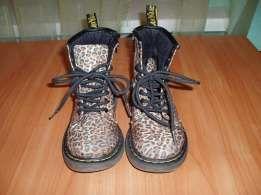 Ботинки для девочки DR. MARTENS стильные