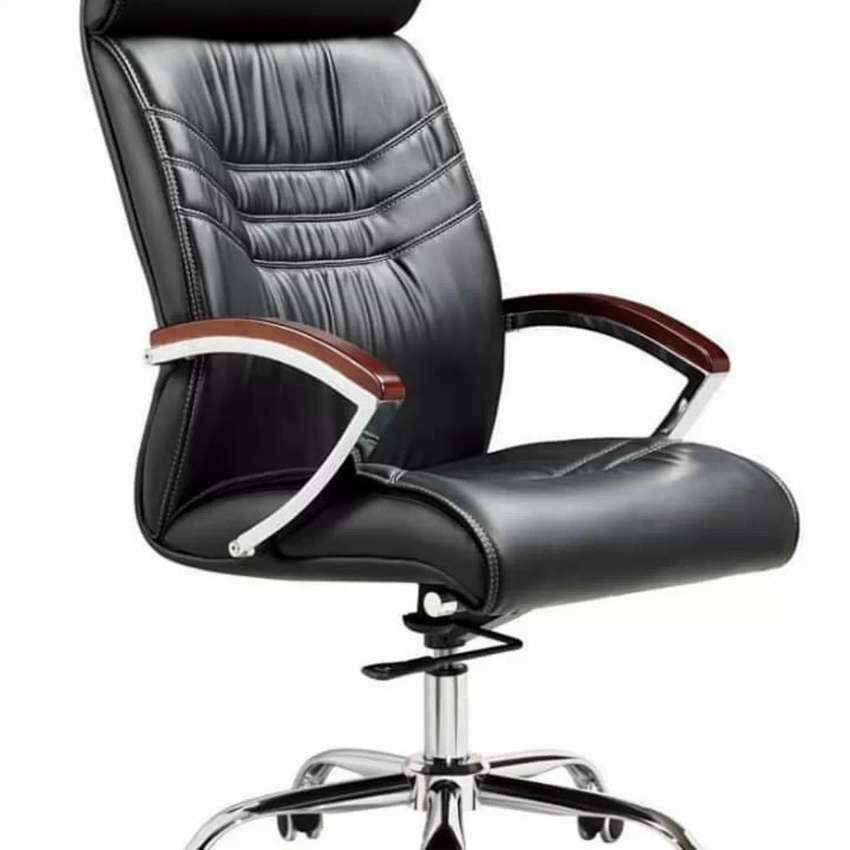 Executive leather chair 0