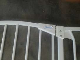 Dreambaby safety gate with extension