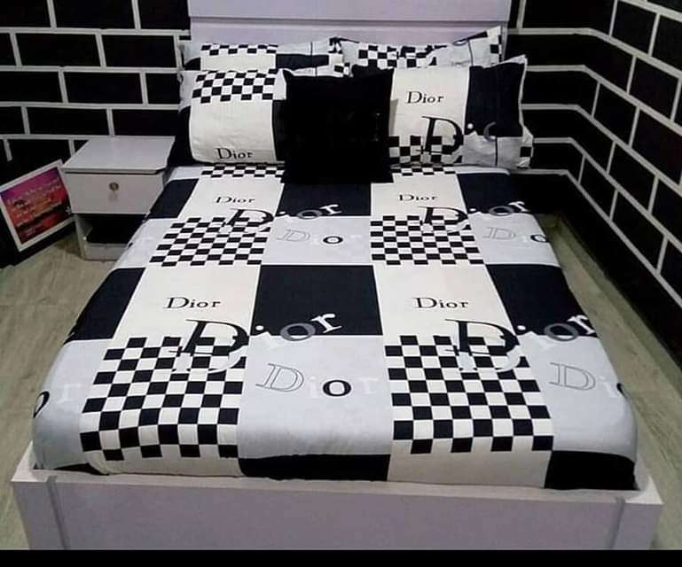 Bedsheet and pillowcase 0